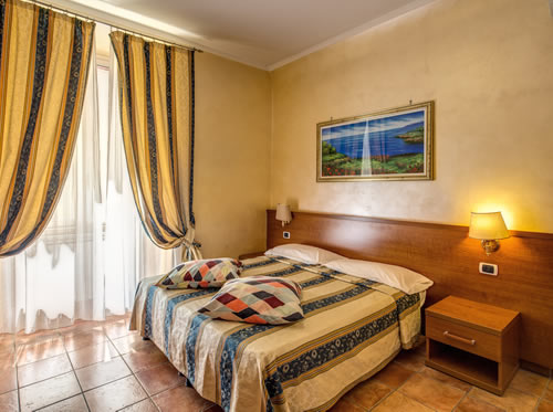 Casa Di Teli Low Cost BB Is Also Part Of A Small Family Accommodations By Roma Termini So If We Dont Have Enough Rooms Available For Your Party Please
